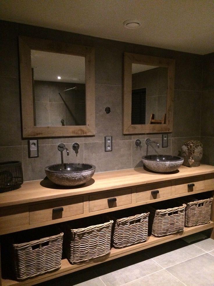 Photo of Landelijke badkamer met enorm badmeubel van eiken hout