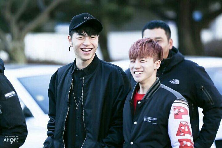 Y viceversa 💕 Si June sonríe tan ampliamente, siempre Jinan está cerca