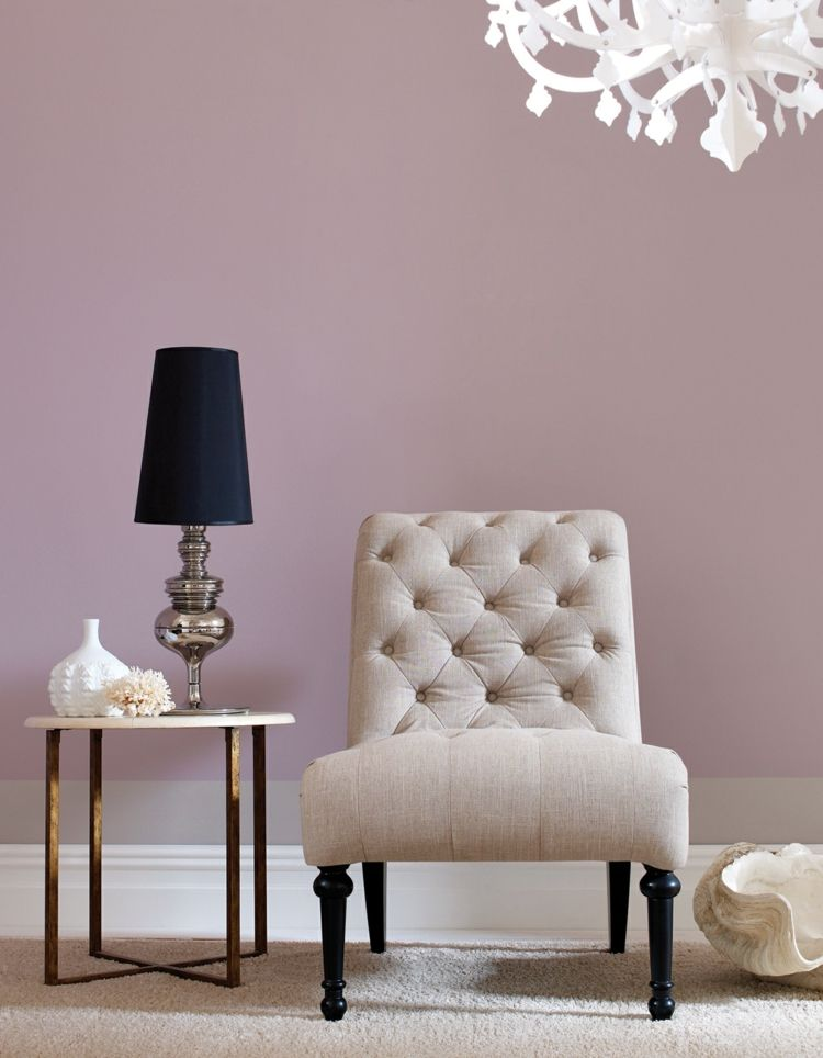 Farbe Mauve Inspiration-Vintage-Stuhl-Beistelltisch-Messing-Farbe