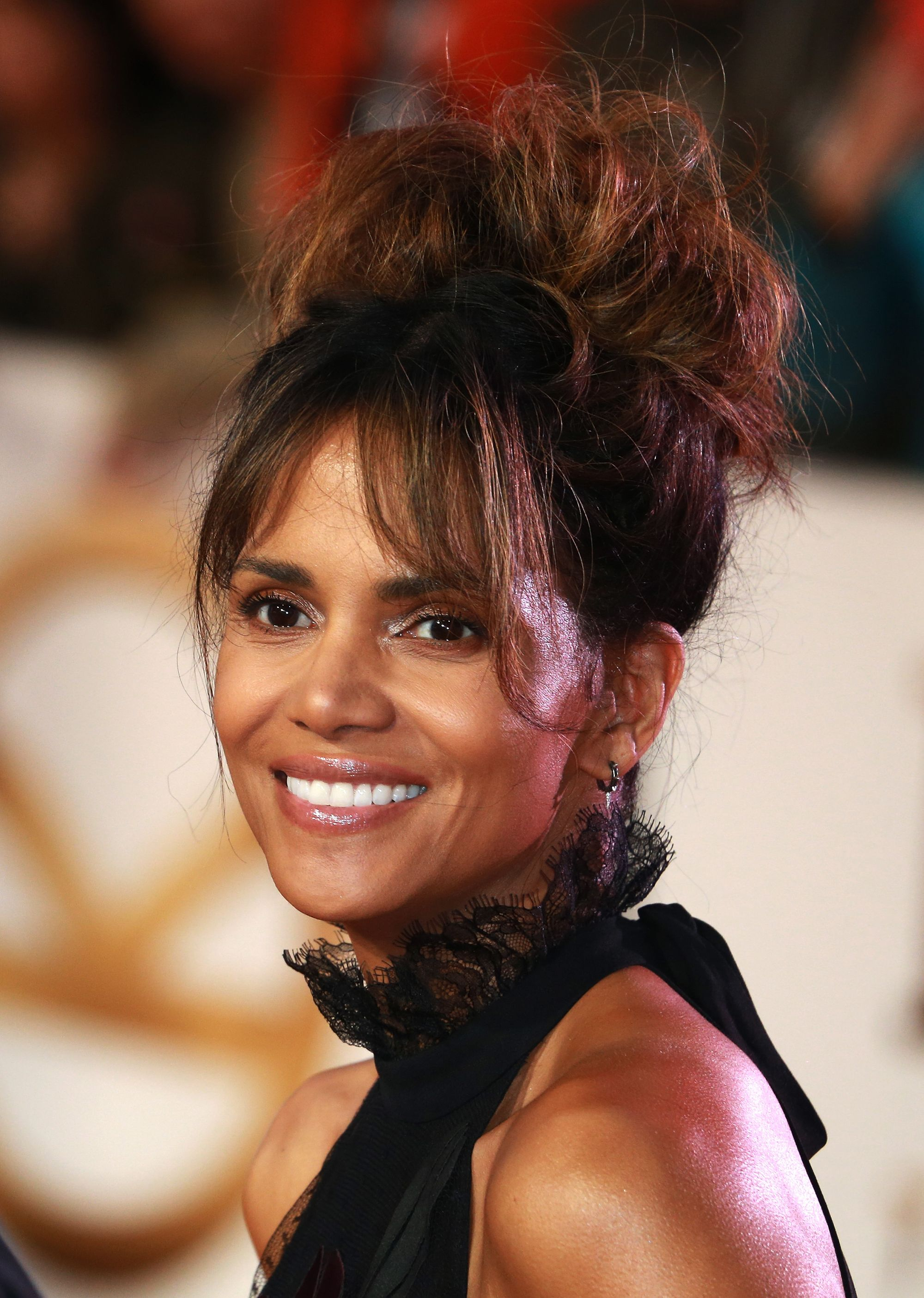 Halle Berry Shows Off Her Toned Body In A Sentimental -9254
