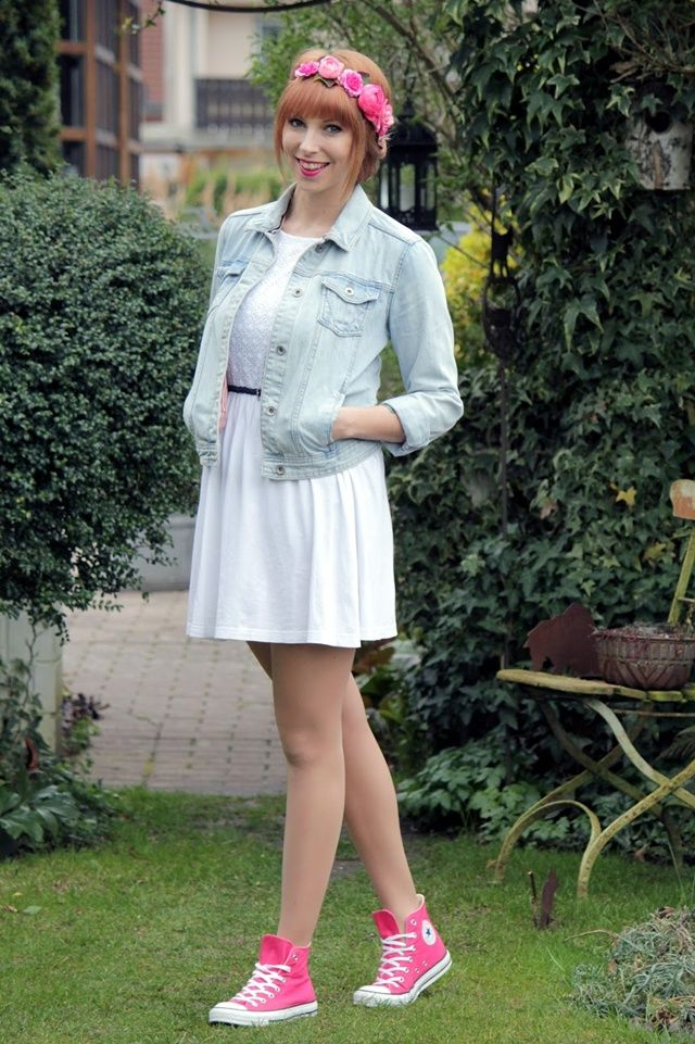 outfit weisses kleid jeansjacke converse chucks pink blumenhaarkranz 1 hochzeit pinterest. Black Bedroom Furniture Sets. Home Design Ideas