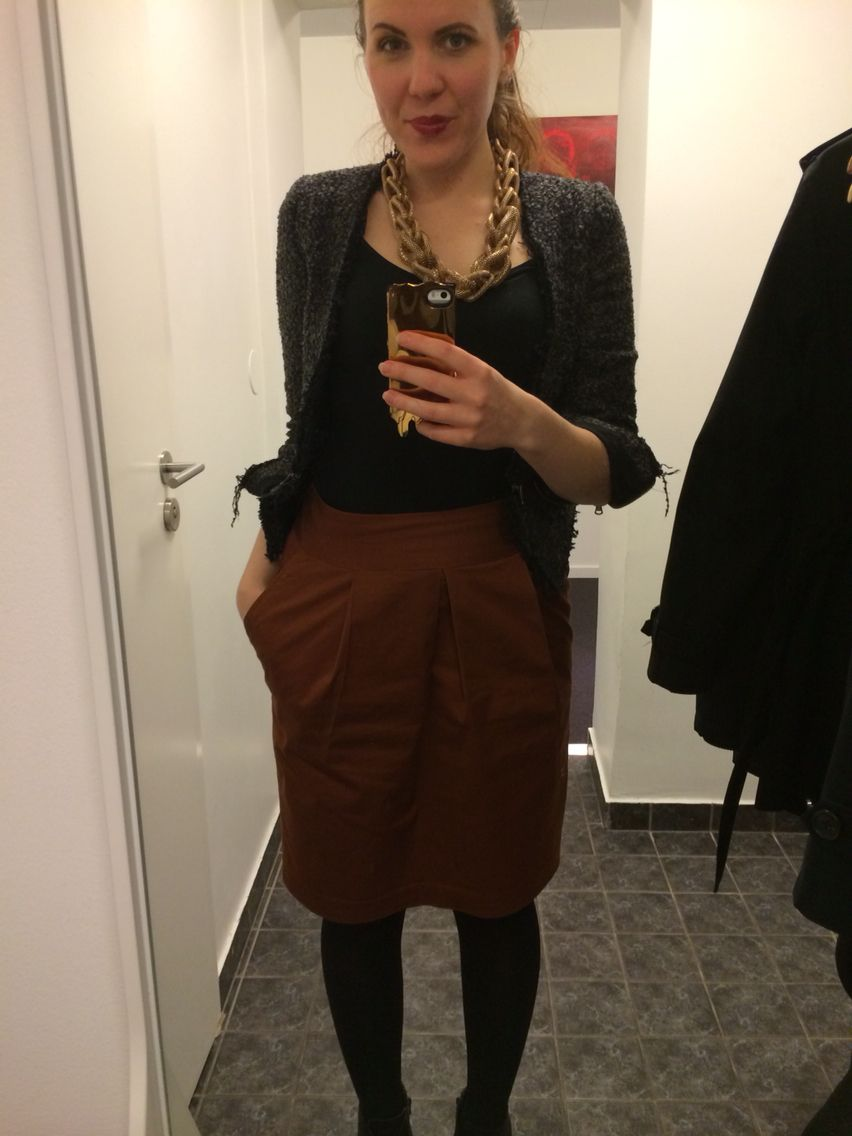 Office outfit. Job look. Work clothes. Daily fashion