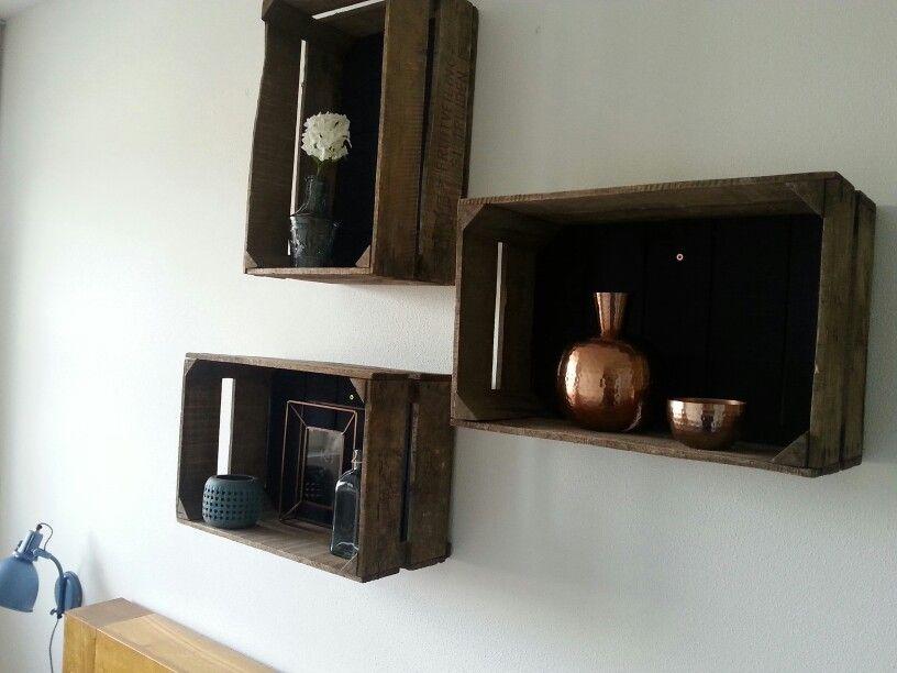 Fruitkistjes aan de muur. | Muurdecoratie | Pinterest
