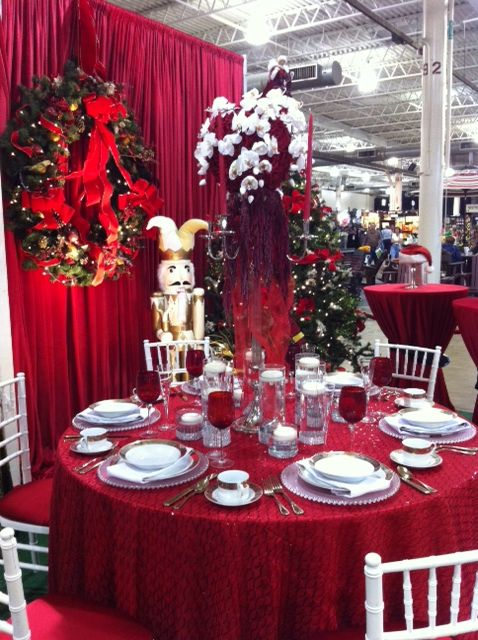 Christmas Table Setting Red Sequin Linen White Chiavari Chairs Silver Frosted Glass Beade Red And White Flowers Christmas Decor Diy Christmas Table Settings