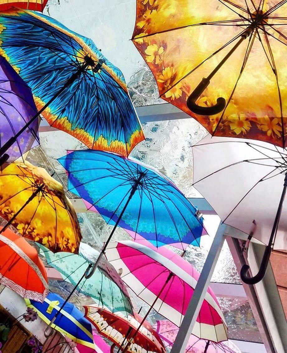 Para esse dia cinza nada como guarda-chuvas coloridos  #saopaulocity #EuVivoSP #cores