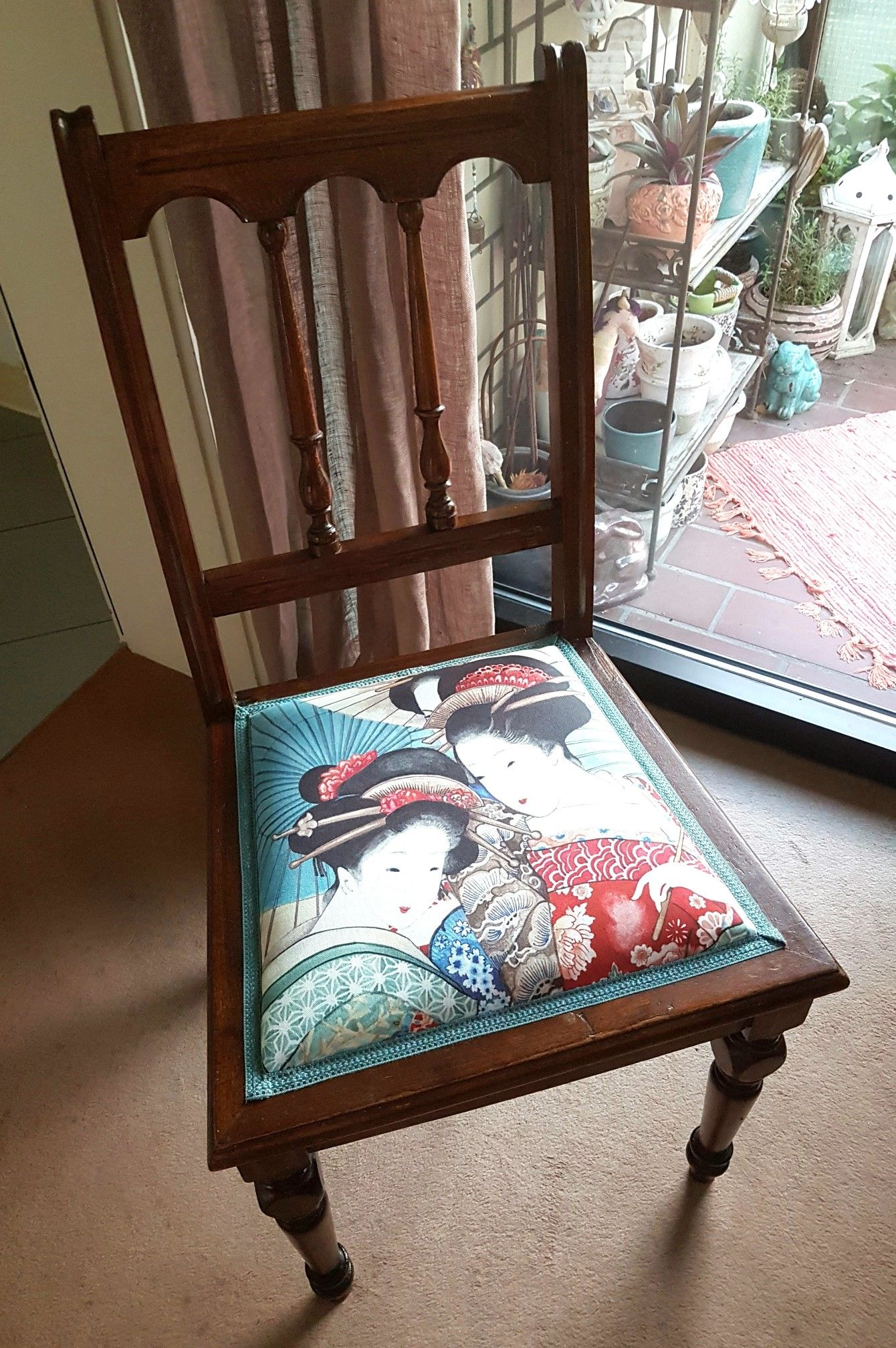 large pattern/single image on dining chair top   Chair Museum ...