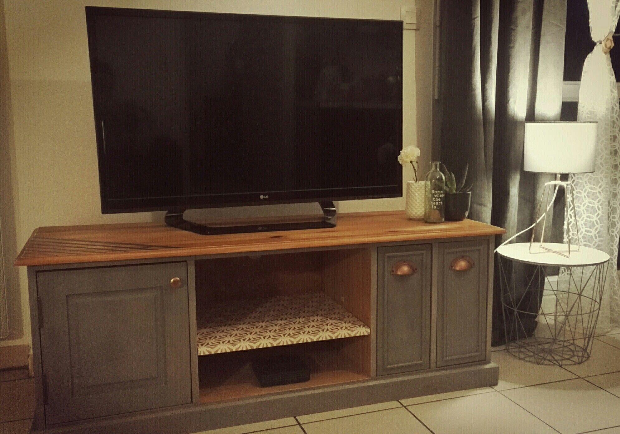 Meuble Tv Pin Massif Modele Chiffonnier Relooke En Greywash Peinture Craie Et Motifs Graphiques Relooker Meuble Meuble Tv Mobilier De Salon