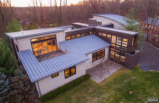 3 Fox Hedge Rd Saddle River Nj 07458 Ranch House Remodel Ranch House Additions Home Additions