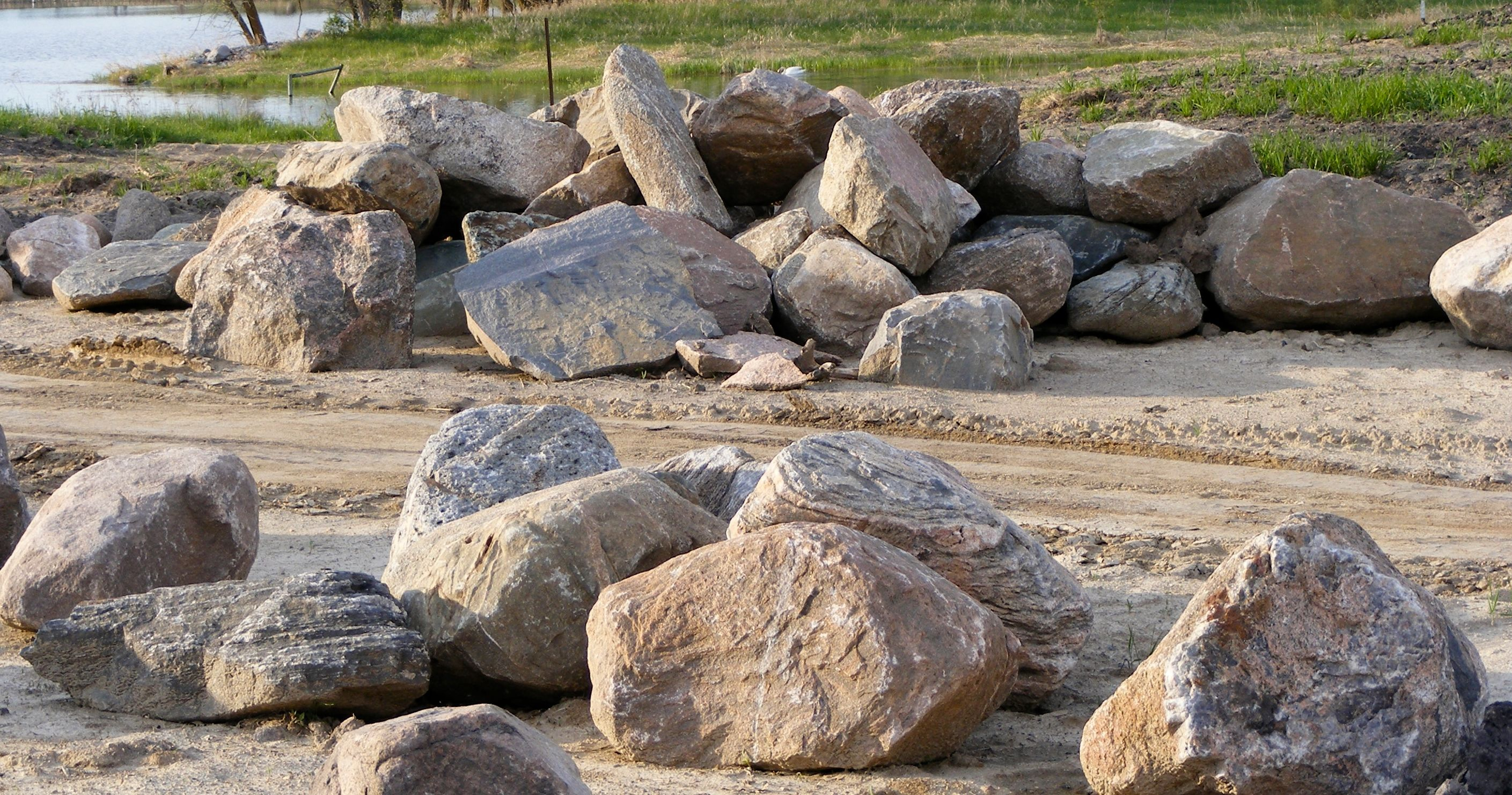 Large rocks google search rocks and boulders pinterest for Large white garden rocks