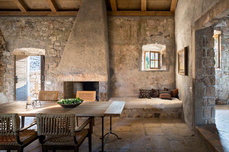 Photo of [PHOTOS] Exquisitely Renovated 15th Century Dalmatian Stone …