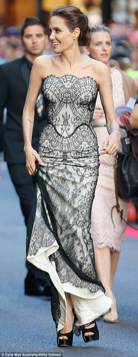 Angelina Jolie arrives at Unbroken premiere in Sydney with Brad Pitt ...