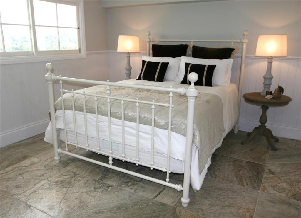 Bolt On Queen Size Metal Bed Frame For