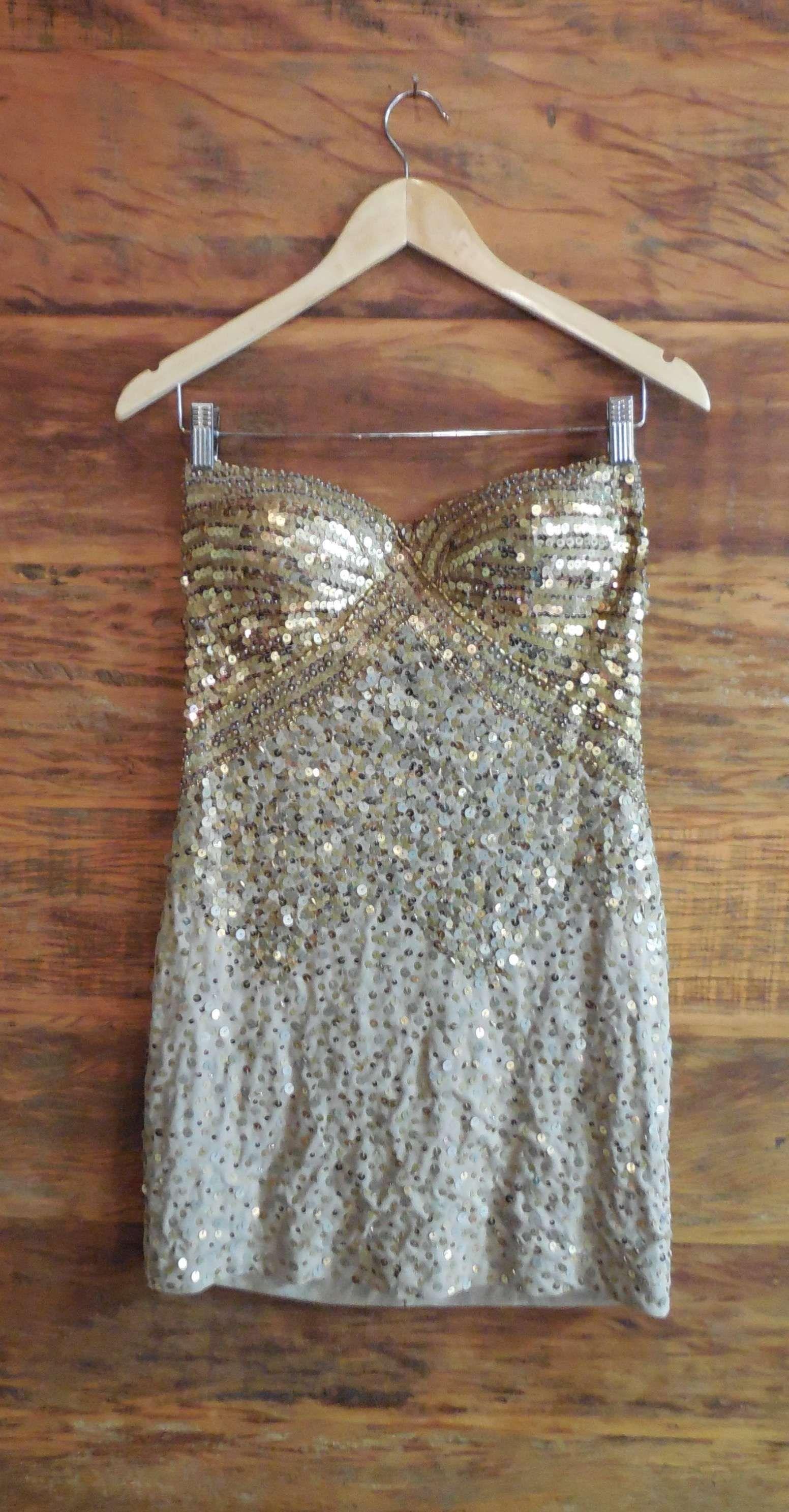 b71fcc806 Vestido Tomara de Caia Festa Paetê Dourado Curto