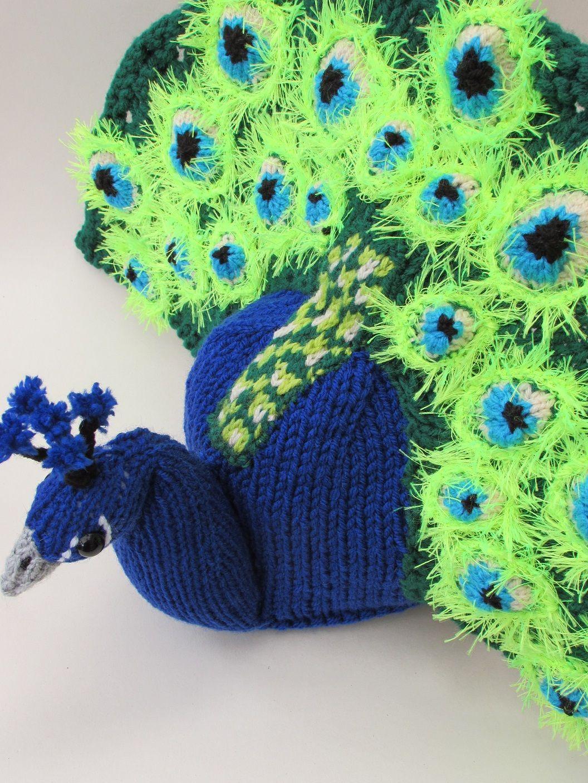 Peacock tea cosy knitting pattern | Teteras