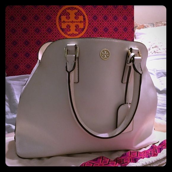 Authentic Tory Burch bag Beautiful white Tory Burch bag!  Love this bag but it was a gift and I'm ready to part with it.  We had some good times together and I know you will too!  It does have some wear on the inside of the handles, I know you can take this in to get fixed but wanted to sell instead.  Let me know if you have any questions! Tory Burch Bags Shoulder Bags