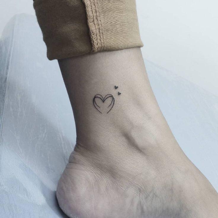 Muito Amor! Se você curte tatuagens bem delicadas, que tal fazer uma com #linha... - #AMOR #bem #curte #delicadas #fazer #linha #minimaliste #Muito #sé #tal #tatuagens #uma #você