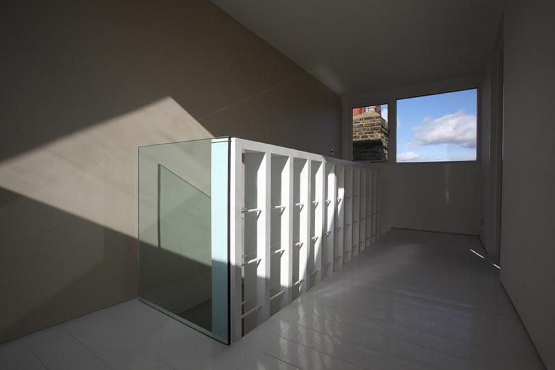 Una gran escalera para espacios peque os noticias Mobiliario para espacios reducidos