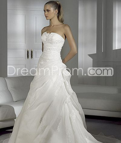 Organza Veil Strapless Wedding Dresses Chapel Train Petal