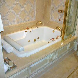Bathtubs/ Shower combo w/ ledge