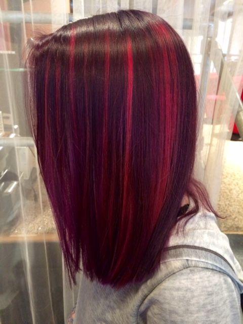 A Dark Cherry Red Hair Color With Fuscia Highlights And A One Length Long Bob Haircut By Le Cabello Color Magenta Colores De Pelo Magenta Pelo De Color Claro