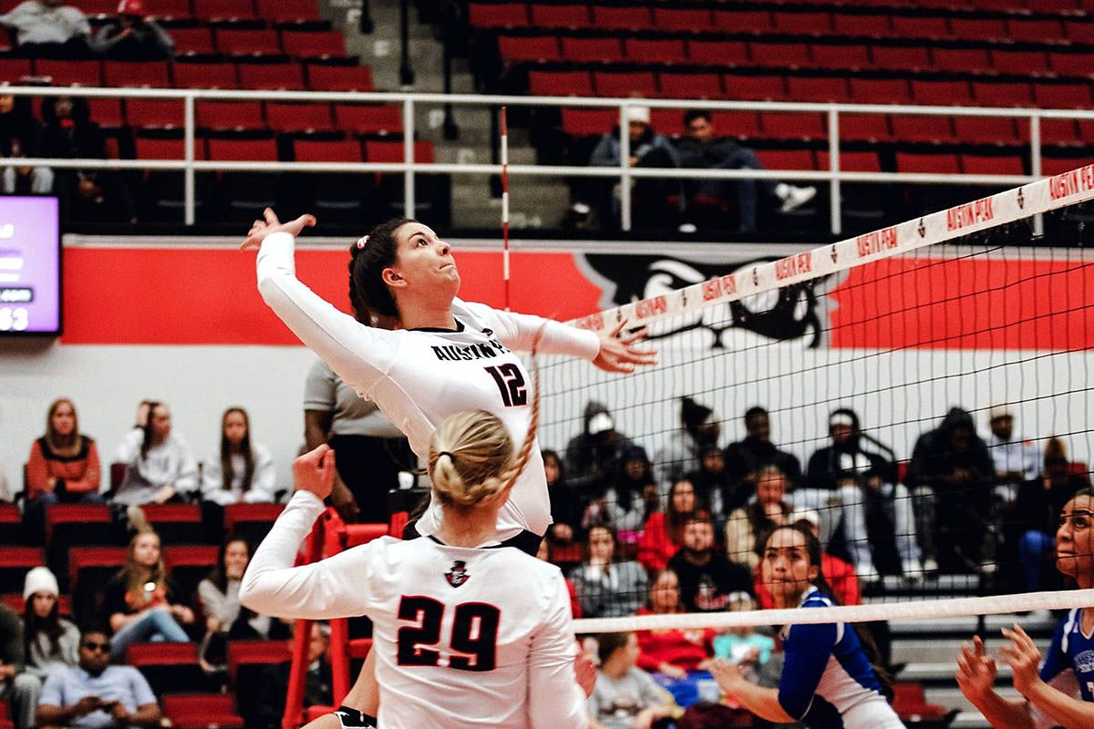 Apsu Volleyball Gets Three Set Win Over Tennessee State At Ovc Tournament Volleyball Tennessee Volleyball Team