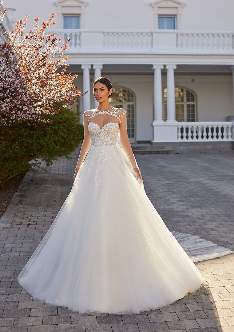 Princess Wedding Dress In Embroidered Tulle With Sweetheart Neckline And Open Back Ethel In 2021 Wedding Dresses Dresses Pronovias Wedding Dress [ 1076 x 761 Pixel ]