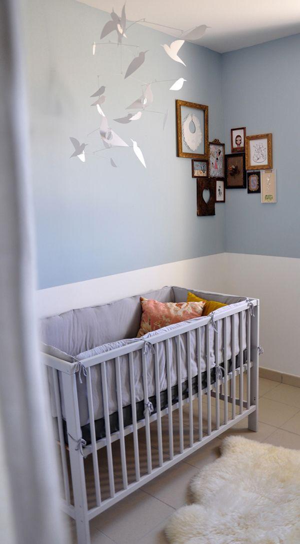 Une chambre de bébé qui raconte des histoires | Tapis moelleux, Lit ...
