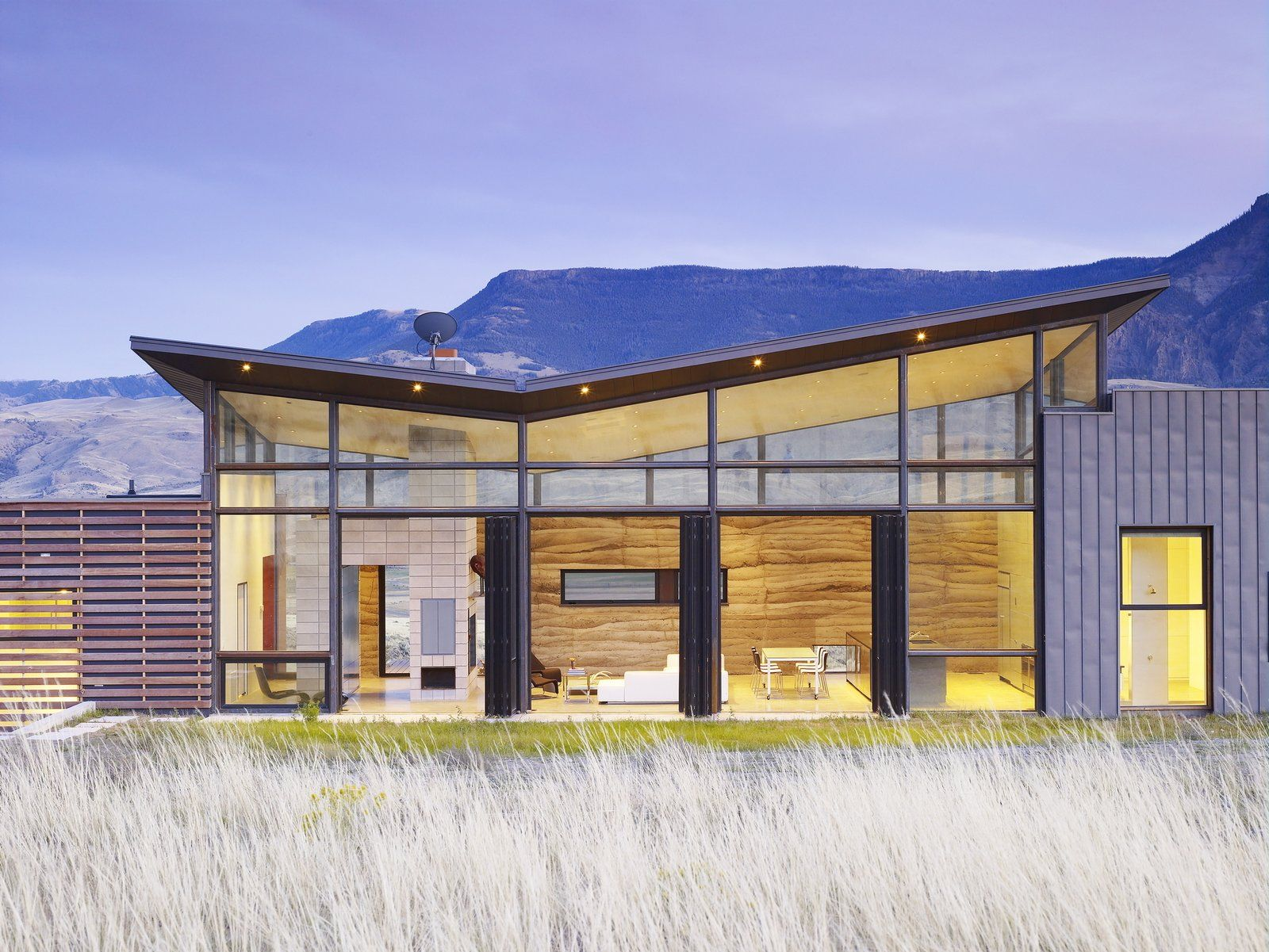 Best Modern Home With Exterior Butterfly Roofline Concrete 400 x 300