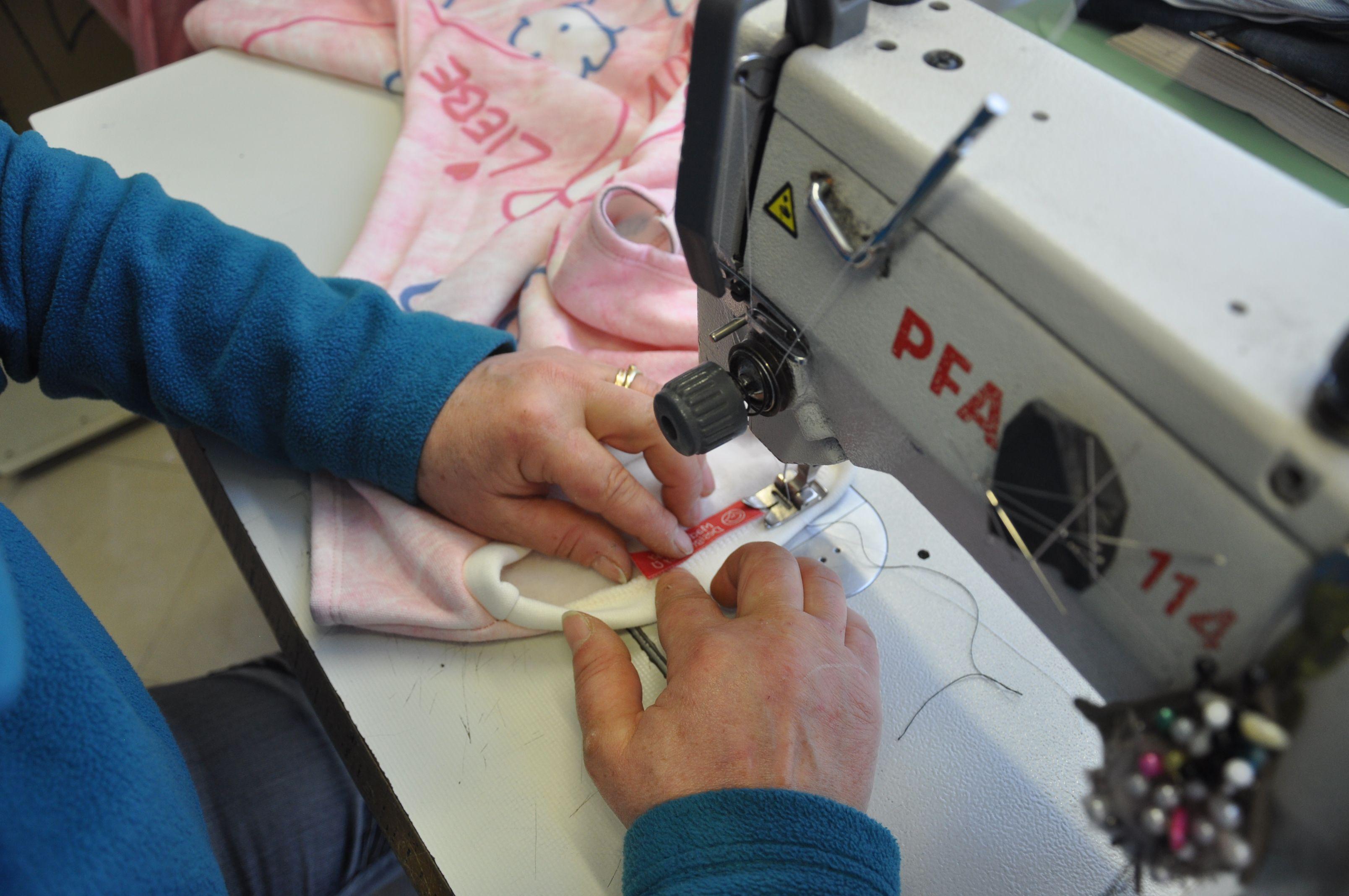 46e04e88959d 18 immagini popolari di Tshirt bambina crea il tuo vestito