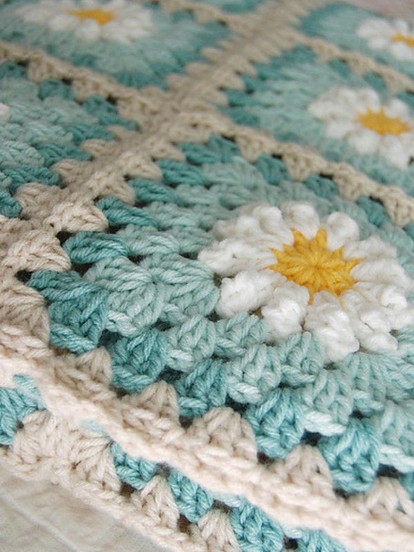 Daisy Granny Square Free Crochet Pattern #grannysquares