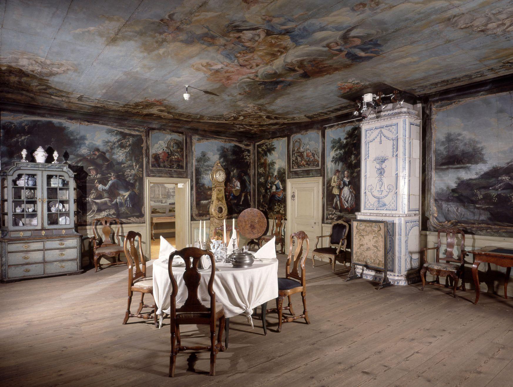 Jakkarilan sali. 10-huoneisen rokokoorakennuksen kiinteästä sisustuksesta on vielä jäljellä rintapaneelit, joihin alkuaan liittyivät 1764 maalatut pellavatapetit. Tapetit on 1900-luvun alussa siirretty Kansallismuseon ns. Jakkarilan saliin.