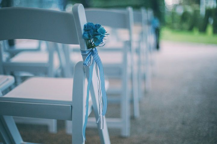 Pantone's Lapis Blue | Wedding Chair decoration ideas | fabmood.com #wedding #pantone2017 #lapisblue