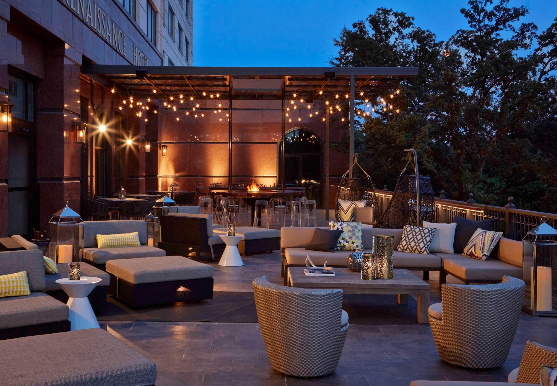 Result Hotel Outdoor Bar Austin Hotels