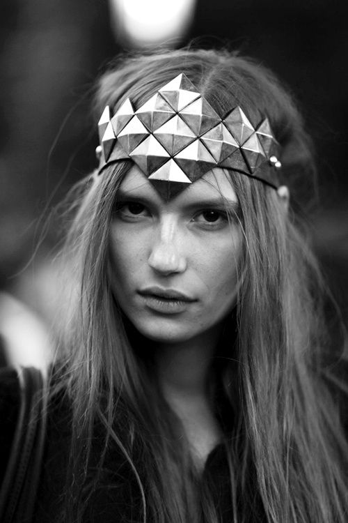 the epicness in this headband.....I need it. I could be Sami the warrior princess