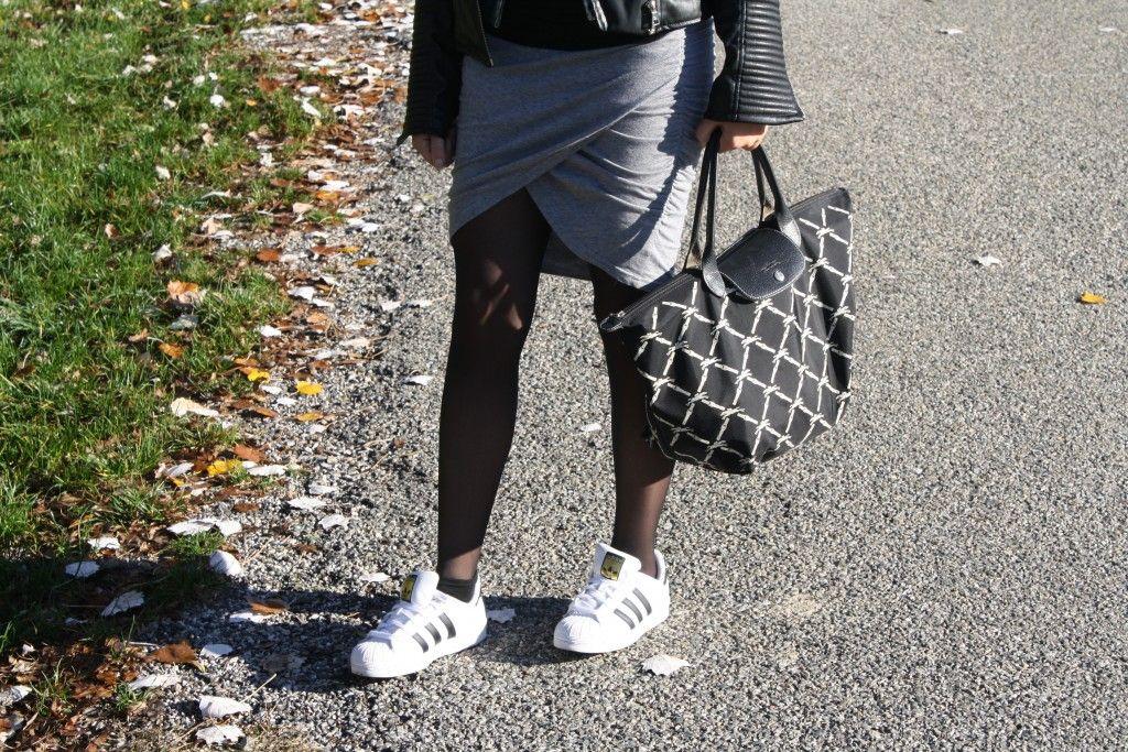 femme en collant et superstar adidas