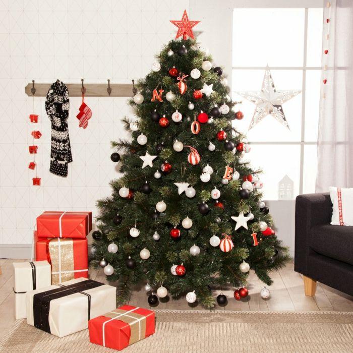 Arbol de navidad decorado de manera simple esferas en negro blanco y rojo muchos adornos en - Arbol navideno blanco decorado ...