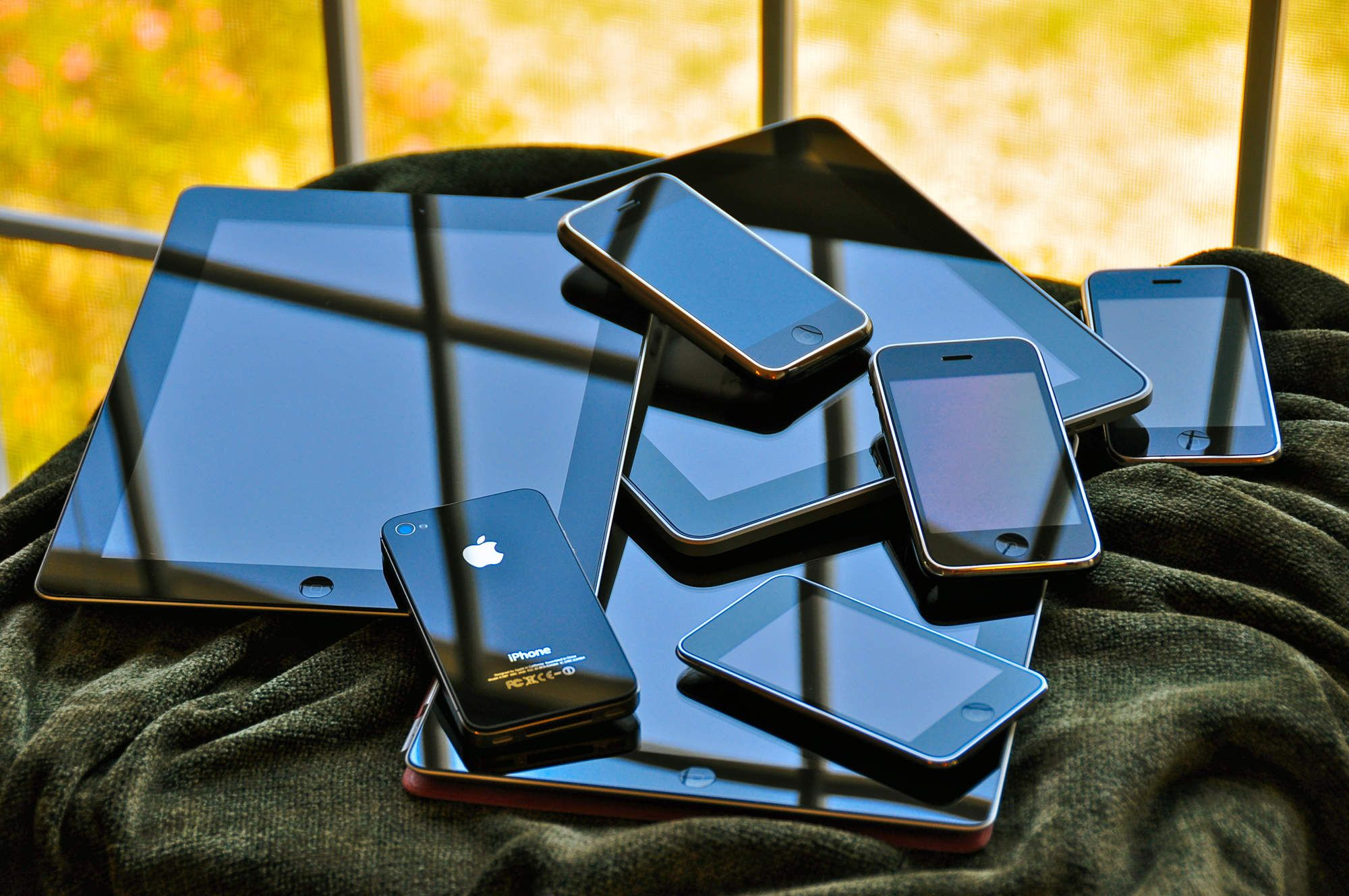 14 Smart Uses For Old Iphones Besides Selling Them On Ebay Iphone Old Technology Iphone Gadgets