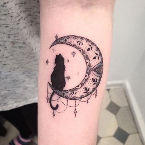 cat & moon tattoo <3 | cats | pinterest | tatouage, tatouage chat