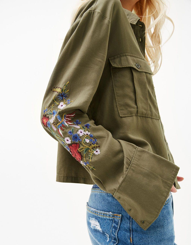 Camisa militar Tencel bordados flores - Novedades - Bershka España ... d12979e6d8bf0