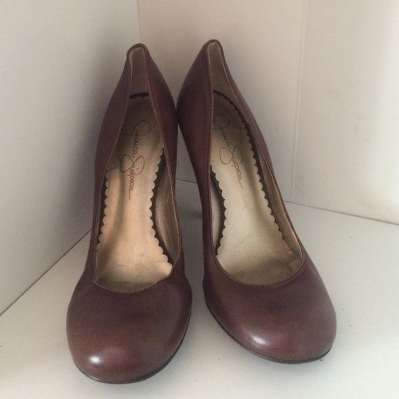Braun heels Round toe heels. Excellent condition, worn once. once. once. Jessica ... cdd7e9