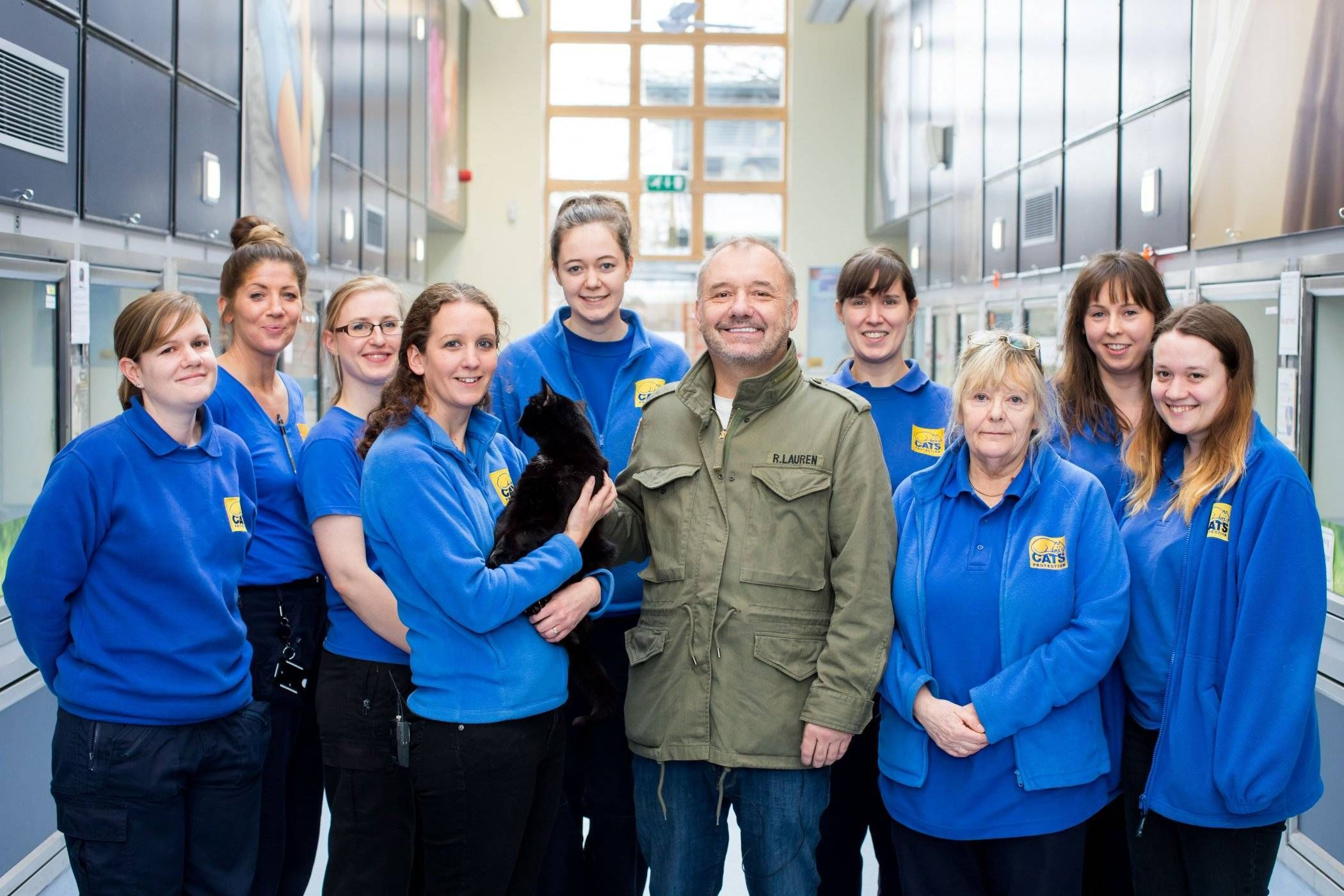 Tv Star Bob Mortimer Meets Unwanted Cats Looking For Homes At Cats Protection Find This Fantastic Photo From Katzenworld Buy A Kitten Tv Stars Cats