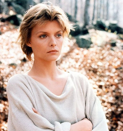 It Was Michelle Pfeiffer S Idea For Isabeau To Have Un Princess Like Short Hair In 2020 Michelle Pfeiffer Michelle Short Hair Styles
