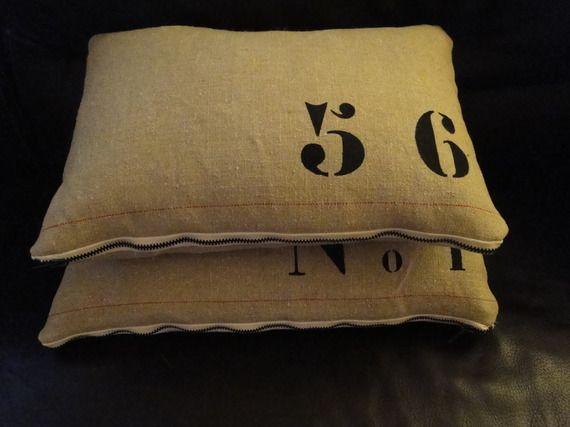 housse de coussin en lin ancien style industriel 56 crit au pochoir en lettres n la. Black Bedroom Furniture Sets. Home Design Ideas