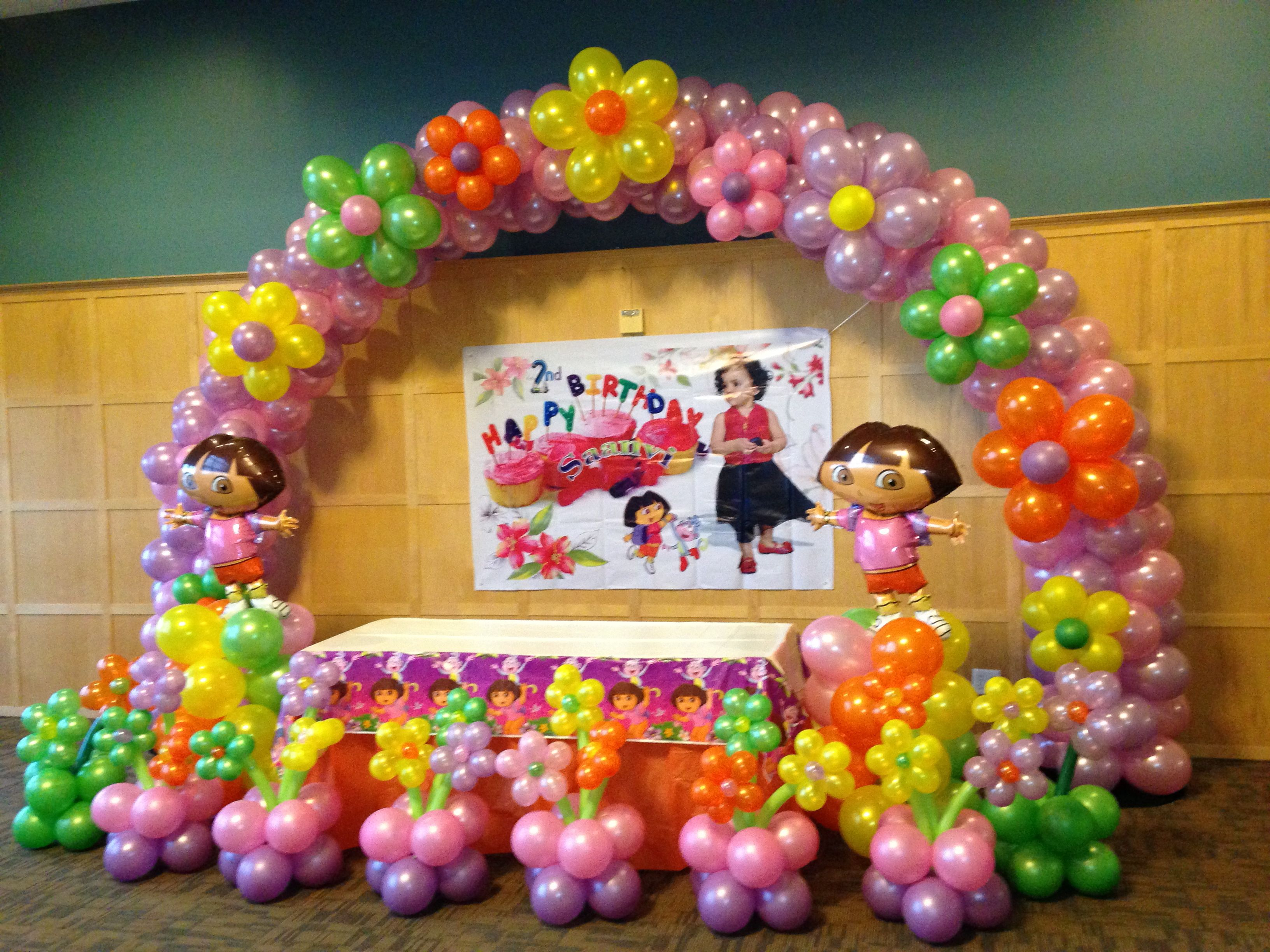 Dora cake table backdrop balloon decorations for Balloon cake decoration