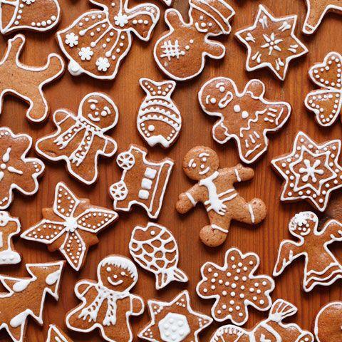 Är du osäker på hur man gör kristyr? Här går vi igenom steg för steg hur du lyckas med en tjock och härlig kristyr som går att pynta både pepparkakor, pepparkakshus och fina cupcakes med. #marsipanfigurerjul