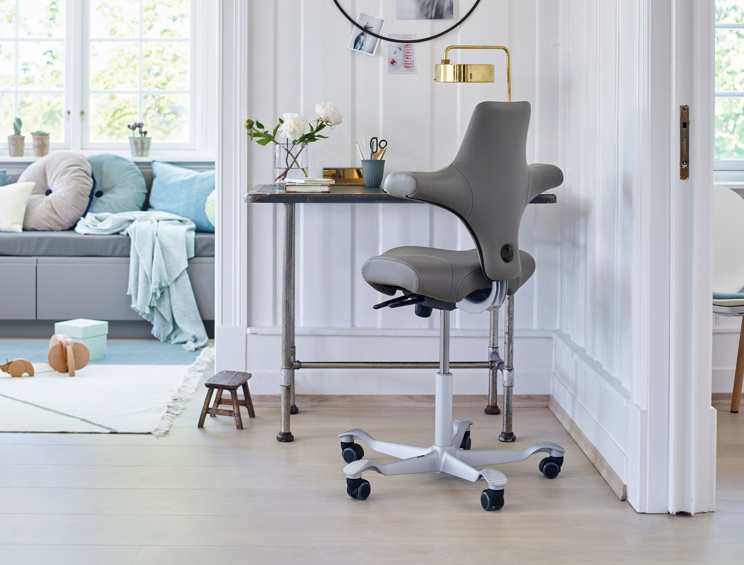 Hag Capisco Chair By Flokk Furniture Healthy Office Office Furniture