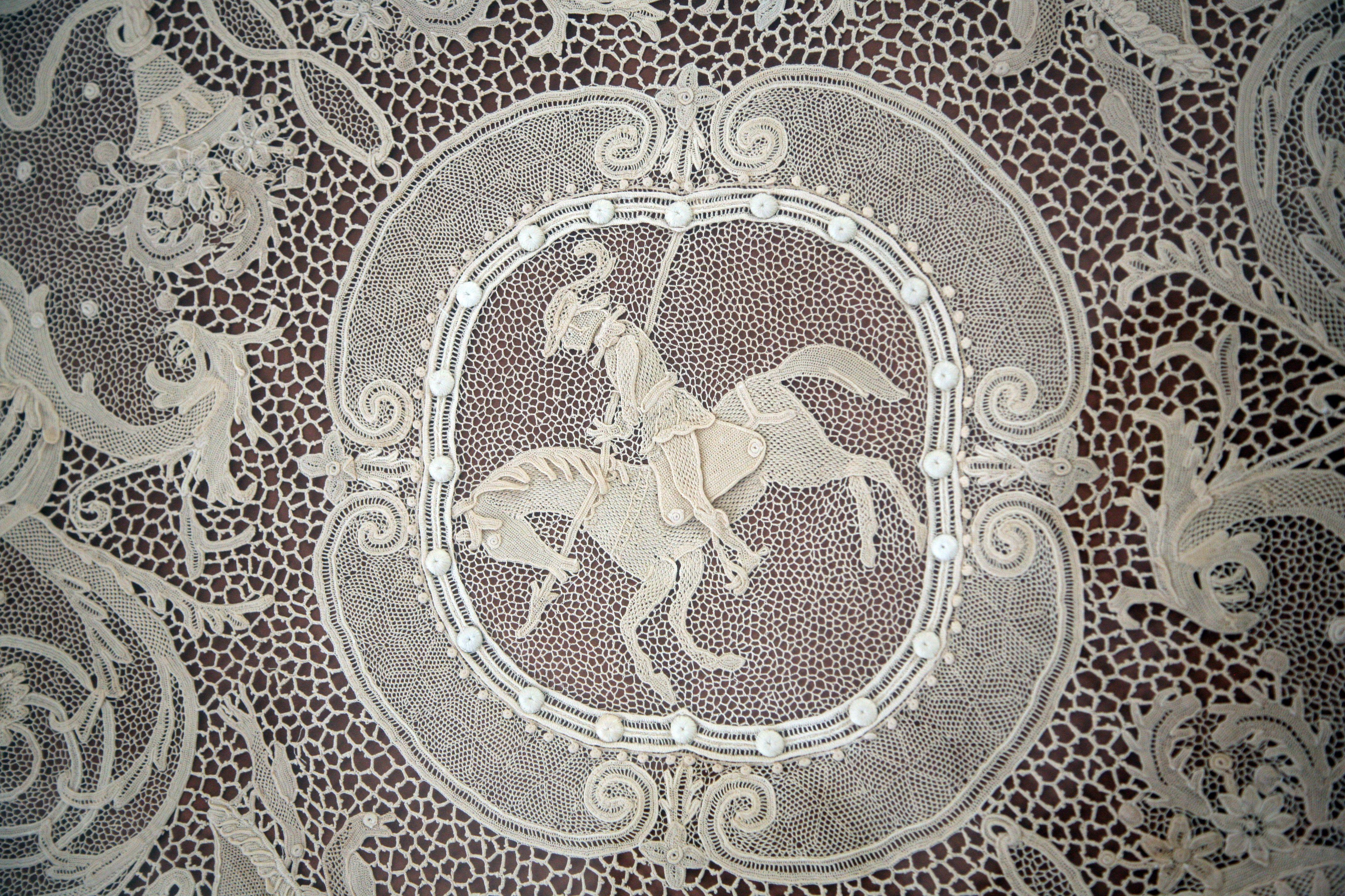 Orvieto crochet lace  Luisa Geremei Pettinelli. Merletto di Orvieto.  Pannello decorativo