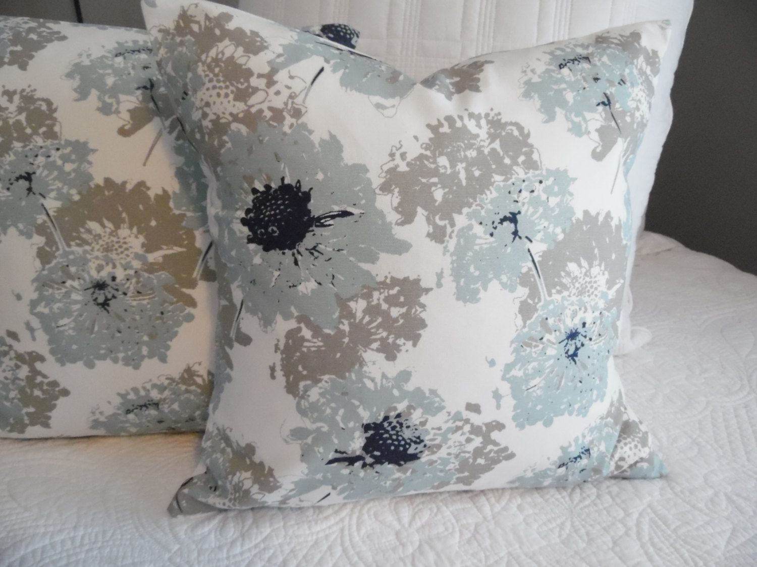 Best Spa Blue Floral Navy White Lightblue Taupe Grey 18X18 400 x 300