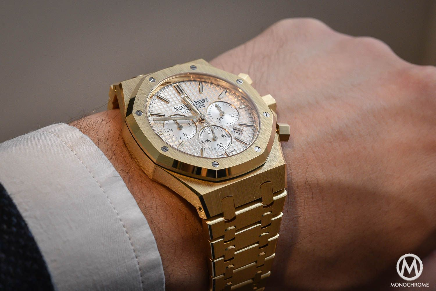 00f63178c6a SIHH 2016 – Yellow Gold comes back – Hands-on with the Audemars Piguet Royal