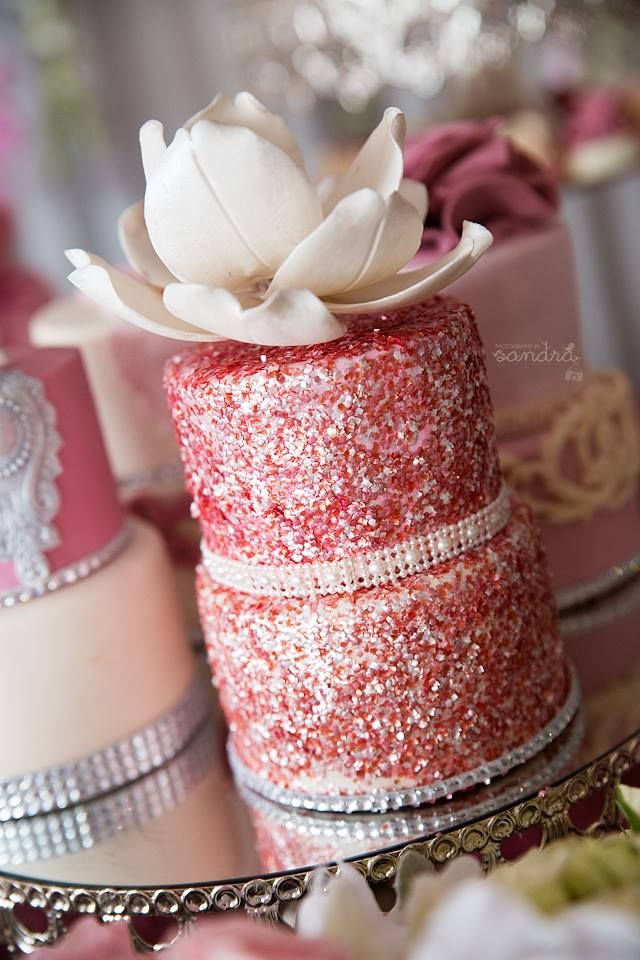 hot pink sparkly cakes images galleries with a bite. Black Bedroom Furniture Sets. Home Design Ideas